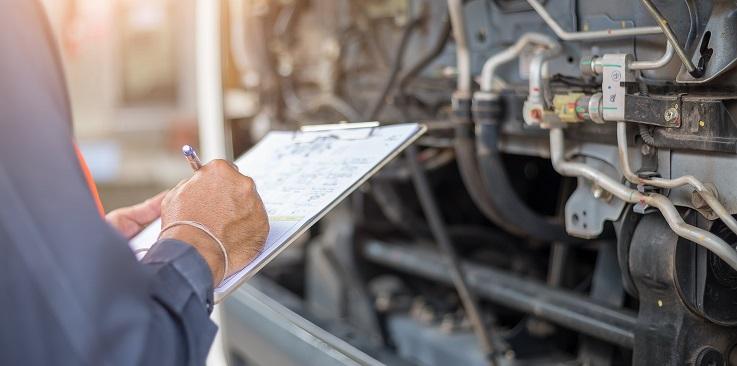 Essa é a forma tradicional para o controle da manutenção, isso torna o trabalho mais lento e trabalhoso. Um aplicativo de manutenção resolveria isso rapidamente.